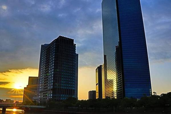 大阪市城東区の大阪ビジネスパークの朝焼け