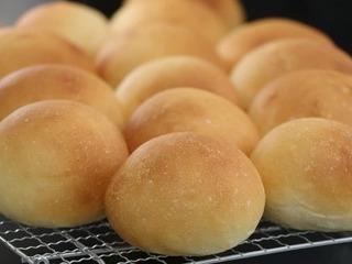 妻の手作りロールパン